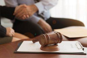 asesoria juridica en valencia - apretón de manos