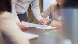asesoría laboral en Valencia - reunion de firma